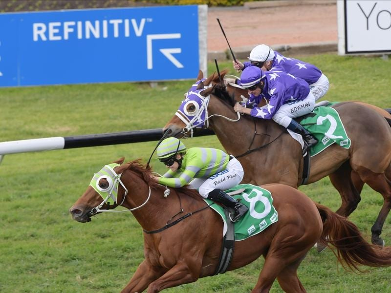 Foxy Housewife wins at Rosehill.